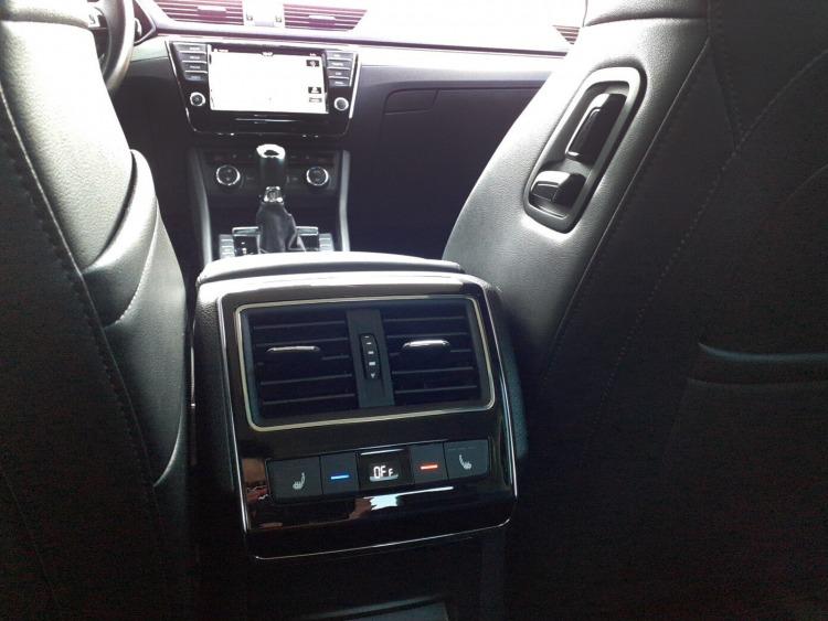 Škoda Superb Style 2.0 TSI 162 kW (220 KM) 6-biegowa przekładnia automatyczna DSG  samochód używany
