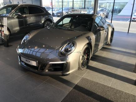 Porsche 911 Carrera 4 GTS sportowy / coupe