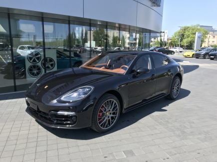 Porsche Panamera Turbo sedan / limuzyna